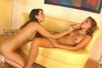 Sesso lesbo con due troie arrapate
